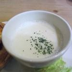 ア・ラ・カンパーニュ - プレートのスープは温かいジャガイモのポタージュスープ、これを最初に飲んで胃腸の調子を整えました。