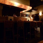 手づくり酒房 ほんのり - 店内はカウンターとテーブル席。こじんまりとした雰囲気。