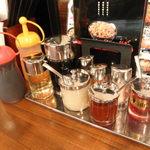 伝説のすた丼屋 - 香辛料