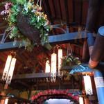 ポリネシアンテラス レストラン - 天井が高いです