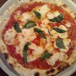 ピッツェリア バッコ - ピッツァ専用小麦粉「FPZ-3」を使って焼いたマルゲリータ。美味です。
