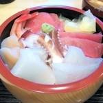 さかなの目玉 - 海鮮丼(普段の海鮮丼は二段重です)