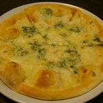 ウルフギャング・パック カフェ - 4チーズピザ
