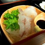 古材の森 - 古材の森ランチには糸島産活魚の刺身付き。この日はスズキとイカでした。