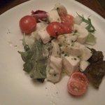 シシリヤ - モッツァレラとトマトのグリーンソース