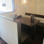 麺や 高野 - 隠れ家的なテーブル席