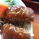 青山レストラン - スペシャル定食のハンバーグアップ