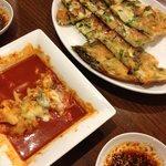 ひゃん - チジミと食べかけのチーズトッポギ