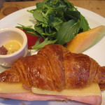 ル・パン・コティディアン - ちょっとよそよそしいクロワッサンサンド