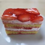 パティスリー イル・プルー・シュル・ラ・セーヌ - 苺のショートケーキ