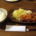 ワラウカド - 地鶏の唐揚げ(940円)