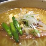 鷹流 - 白鶏麺のアップ
