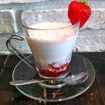 ツルザワ - ホット苺ミルク