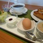CAFEりんく - アーモンドセットのスープ、サラダ、ゆで玉子・・・