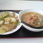四季紅 - 料理写真:台湾味噌ラーメン&中華飯セット