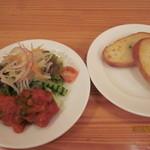 Cino - Aセットの前菜&パン