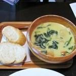 Cafeここたの - ほうれん草と蕪のカレークリームスープ