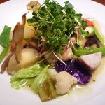 カシュカシュ - 料理写真:最初に「海の幸のサラダ」・・色とりどりのお野菜がタップリです。