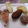 はとやベーカリー - 料理写真:上左・サンドイッチ、上右・シュガートースト、下左・ピザ(正式名称不明)、下中・カレーパン、下右・アンドーナツ
