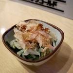 鴨川港 魚魚組 - にらもやしのおひたし(180円)