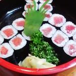 松竹寿司 - サービスの鉄火巻