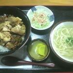 ゆたかやそば - 料理写真:チリから揚げ丼 (700円)