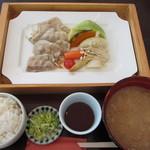 11662915 - 黒豚と季節野菜と有機野菜の蒸し御膳 1100円