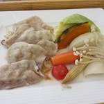 11662916 - 黒豚と季節野菜と有機野菜蒸し