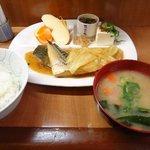 家庭料理 味彩 - 日替わり定食 鯖とキャベツのカレー煮定食¥800