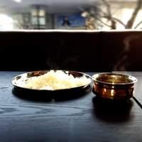 アーンドラ・ダイニング - ミリヤラ・コーディ・ヴェプドゥー:ココナツ入り辛口羊炒め