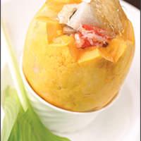 周中特製フカヒレ入りパパイヤ蒸しスープ