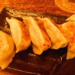 肉汁餃子製作所 ダンダダン酒場 - 肉汁焼き餃子:460円