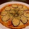 葡萄屋 - 料理写真:ナスとモッツァレラチーズのピザ