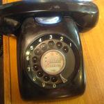 喫茶リリー - いまだ黒電話が使われている