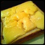 まちのパーラー - モーニング:塩チーズトースト