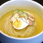漢城軒 - 漢城軒一押し自慢の冷麺です。ぜひご堪能ください。