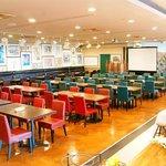 Y'sバイキングレストラン - メインフロアーは最大150名まで着席可能
