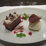 ニューヨーク・グリル - ビターチョコレートケーキ 興部ミルクアイスクリーム