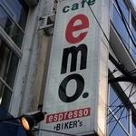 カフェ emo. エスプレッソ - お店の看板です。 cafe emo. espresso +BIKER'S って、書いていますね。  美味しいエスプレッソが飲めそうですね。