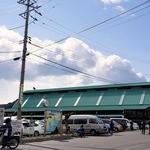 五味の市 - 見えてきましたよ。 五味の市です。 見慣れた緑の屋根です。