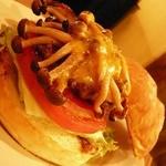 レインボーキッチン - RAINBOW KITCHEN(しめじとチーズのハンバーガー)
