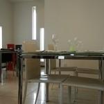 UZAWA - テーブル席(2012年3月撮影)