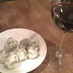 ヴィア・パルテノペ 横浜店 - ワインと,モチモチした青海苔入りの何か
