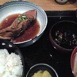炉端焼 魚然 - ランチ 煮魚とマグロ定食