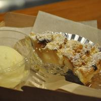 GRANNY SMITH APPLE PIE & COFFEE  - カットでの販売もしております。ご一緒にホイップクリームやバニラアイスをどうぞ。