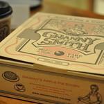 GRANNY SMITH APPLE PIE & COFFEE  - ホールでお買い上げいただくと、こちらのオリジナルBOXに入れてお渡しいたします。