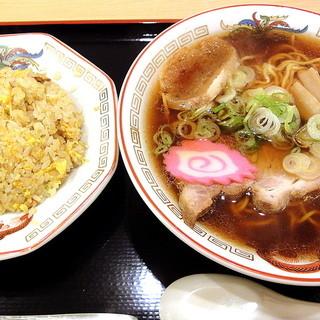 らーめん きちりん - 料理写真:チャーハンセット(950円)を正油で