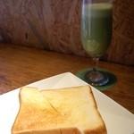 コピエ - 健康ジュース-緑-トーストセット(680円)