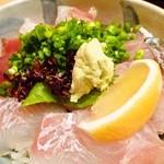 12064702 - 海鮮丼1000円