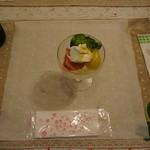 テリーヌ食堂 - カクテルグラスに入ったサラダ?